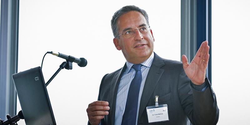 Präsentation von Dr. Frank Mathias an der Biotech Presse-Lounge